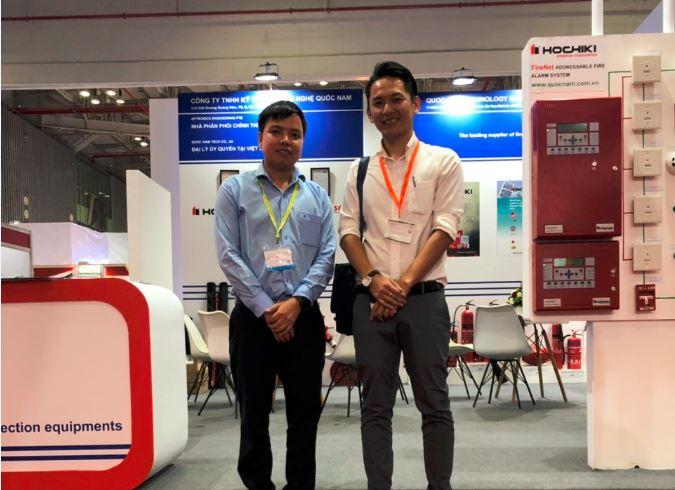 Ông Ethan Wong Quản lý bán hàng SRI sang thăm gian hàng quốc Nam